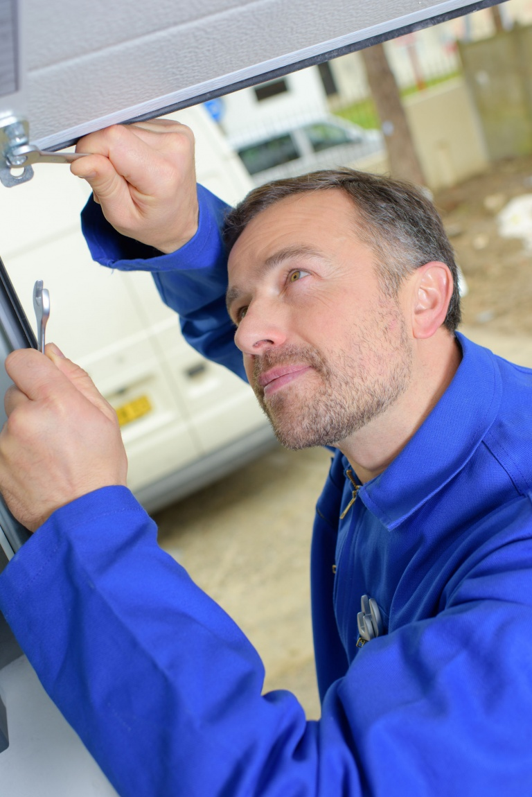 electric gate repair engineer in Broom, Bedfordshire